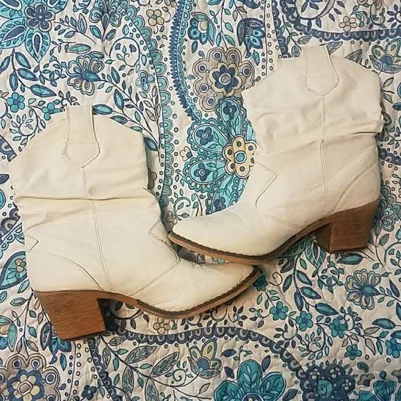 a220f740ec9 White Cowboy Booties